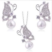ingrosso insieme austriaco dei monili della perla-La collana / orecchini placcati argento della perla della farfalla di trasporto 18K libera l'insieme di gioielli di cristallo austriaco regalo elegante della festa nuziale delle donne