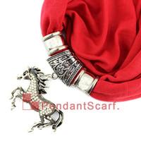 collares de bufanda para mujer al por mayor-Nuevo Diseño Rhinestone Joyería Del Caballo Colgante Bufanda Moda Mujeres Perlas Borla Collar Suave Bufanda 20 Colores Disponibles, Envío Gratis, SC0044