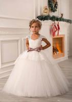 lindos vestidos de hombro al por mayor-Blanco Marfil Lindo Fuera de Hombro Encaje Sash Vestido de bola Bebé neta Fiesta de cumpleaños Vestidos de Navidad Vestidos para niños Vestidos de niña de flores