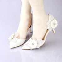 sexy flower party wedding shoes glitter achat en gros de-Blanc satin nuptiale chaussures habillées pointu orteil scintillement fleur mariage fête des chaussures talons chats sexy femmes des robes de soirée sandales d'été