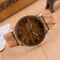 pilas de reloj de cuarzo al por mayor-Relojes para hombres Reloj de cuarzo Simulación de madera 6 colores Correa de cuero PU Grano de madera Reloj de pulsera masculino con soporte de batería Envío de gota