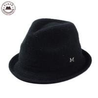 adeed5220d710 Atacado-Novo senhores lã cinzenta sentiu chapéu fedora stetson clássico  Jazz chapéus de aba curta Mens Hat Black Ribbon Letra M Caps  HUB106g