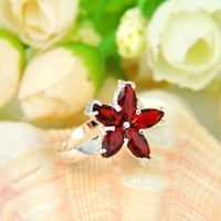 2pcs / lot Cheap Wholesale Garnet Gemstone 925 Sterling Silver Flower em forma de anel Rússia American Australia Weddings Ring Jewelry Gift