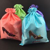 kurşun sıkma tozu torbası toptan satış-Nakış Yüksek topuklu İpli Ayakkabı Çanta Seyahat Spor Saklama Çantası Çift Katmanlı Kullanımlık Toz Çanta için Ayakkabı Kılıfı 27x36 cm 2 adet / grup