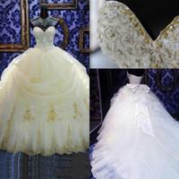 arco bordado al por mayor-Vestidos de boda calientes de la vendimia Vestido de bola Cariño Bordado Granos del cordón Perlas Vestido de boda largo Tren de la capilla con arco Vestidos de novia formales