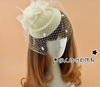 jaula roja al por mayor-Beige de lana velo de la jaula nupcial con plumas multicolor fiesta sombreros Birdcage boda velo fiesta de recepción accesorios para el cabello para la novia fascinadores