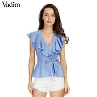 европейский стиль полосатые шорты оптовых-Женские сладкие оборки полосатые синие рубашки сексуальные v-neck sashes короткие рукава блузки дамы европейский стиль моды tops blusas DT978