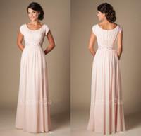 vestidos de noche largos fruncidos al por mayor-Blushing Pink Largo Formal Largo completo Modesto Chiffon Beach Vestidos de dama de honor de noche con mangas de gorra Vestidos de dama de honor con pliegues