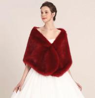 imagens de coat bride venda por atacado-Princesa Faux Fur Nupcial Shrug Envoltório Cape Roubou Xale Bolero Casaco Jaqueta de Cristal Para O Casamento de Inverno Da Dama de honra Vestidos de Noiva Imagem Real LY909