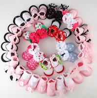 calcetines de nylon al por mayor-Calcetines antideslizantes para el piso del bebé niño recién nacido niño niño zapatos de algodón calcetines niños Princesa encaje brote medias 19designs