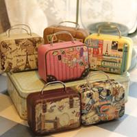 valises achat en gros de-Nouveau Style Rétro Petit Valise De Stockage De La Boîte D'étain Sac Bijoux Changement Décoratif Bonbons Boîtes De Chocolat Mini Coffret Cadeau