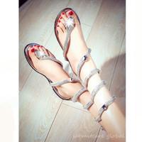 trendy moda sandaletler toptan satış-0392- 2016 Yeni Yılan Şekli Kadın Düz Sandalet Rhinestones ile Moda Gladyatör Çevirme Kız Trendy Sandalet Ücretsiz Kargo