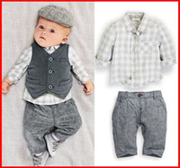 2016 New Fashion Baby Boys 3pcs sai das roupas BAby T Shirt + Vest + pants Plaid Suits Kids Spring Autumn Algodão Trajes Free Ship