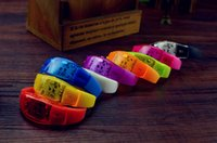 Son bracelet LED active Colorful LED Light Up Bangle flash Wristband Créativité Dance Party Supplies Toy Print Logo On It Disponible
