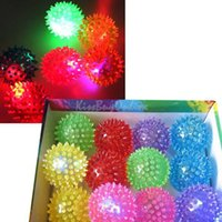 Flashing Light Up Spikey alta Bouncing Balls novedad sensorial Hedgehog Bola NVIE orden $ 18Nadie pista
