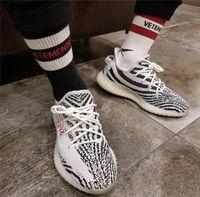 chaussettes à rayures blanches rouges achat en gros de-18ss chaussettes de basket-ball vetements rayures rouges chaussettes de coton noir blanc planche à roulettes hip hop haute rue sport mode chaussettes midtop