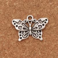 papillon d'argent blanc achat en gros de-Blanc Peacock Anartia Jatrophoe Butterfly Charm Perles 100pcs / lot 24.8x19.1mm Argent Antique Pendentifs Bijoux DIY L1128