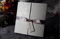 ingrosso foglio di invito-2015 Custm Text New Purple ribbon Inviti di nozze Pizzo Hollow Invitation Cards Foil Stamping irregolare Wedding Party 50 p / kits