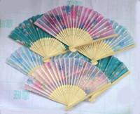 ingrosso arte pieghevole cinese-Articoli novità 20 pezzi Ventilatori di bambù pieghevoli in seta cinese Ventaglio a mano Art Handmade Flower Popular Gift
