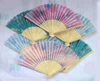 blumenartikel großhandel-Neuheit Artikel 20 stücke Chinesische Seide falten Bambus Hand Fan Fans Kunst Handgemachte Blume Beliebte Geschenk