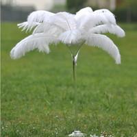 tinte de plumas blanco al por mayor-Las plumas de avestruz baratos en White 50-55cm 20-22 pulgadas Centros de fiesta de la boda del penacho de mesa Centros de plumaje teñido avestruz Centro de mesa