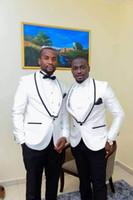 traje para novio al por mayor-Moda 2019 de alta calidad, dos botones modernos, negro, blanco, esmoquin, hombres, trajes de boda (chaqueta + pantalón + arco + chaleco) Slim Fit Suit For Boys