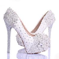 beyaz çizgili akşamlık ayakkabısı toptan satış-Bahar Beyaz Dantel Çiçek Rhinestone Düğün Ayakkabı Yeni Tasarım Lüks El Yapımı Yüksek Topuk Gelin Ayakkabıları Akşam Balo Pompaları