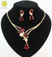 ingrosso perline rosse per collana-L'orecchino della collana dei pendenti di cristallo dei pendenti di cristallo nero / blu / rosso / porpora placcati oro di 18K mette gli insiemi dei monili del partito delle donne di modo