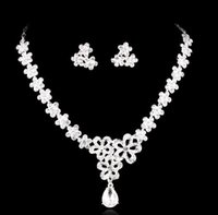 Wholesale diamond jewelry sets for brides resale online - Necklace and Earring Crystal Bridal Jewelry silver plated necklace diamond earrings Wedding jewellery sets for bride Bridesmaids women HT63