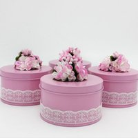 Wholesale european flower favor box - 100pcs Unique Flower Decor Wedding Round Iron Tinplate Candy Box Chocolate Gifts Boxes Favor European Boxes 75*75*45mm
