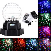 Luz de Palco Atacado-EUA plug mini LED de cristal Magic Ball Luz recarregável Auto activada por voz com MP3 Player para o partido DJ Disco