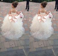 cinturón de desfile de diamantes de imitación al por mayor-2019 Vestidos de desfile para niñas Spaghetti Rhinestone Vestidos de niña de flores Arco grande para niños Vestidos de bola Vestido de novia Faja de tul Rebordear cinturón