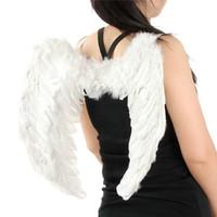 fuentes del partido rojo al por mayor-Cosplay Pluma Alas de ángel Elegante Disfraces de Halloween Suministros para fiestas Blanco Negro Rojo Colores Perfecto para las mujeres Navidad Veneciana Mascarada