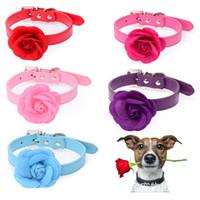 mavi deri köpek yaka toptan satış-Köpek Pet Yaka Büyük Kadife Çiçek ile PU Deri Köpek Tasması Pembe Kırmızı Mor Mavi Gül Boyun 8-18