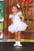 ingrosso sequin bianco che borda abito corto-Adorabili bambine Abiti da spettacolo Bianco con scollo a V volant acconciature Perline di cristallo paillettes Breve mini bambine cupcake abiti