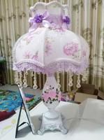 iluminação europeia rústica venda por atacado-Romântico grande estilo europeu de casamento retro bonito têxtil candeeiro de mesa princesa quarto rústico cabeceira Tecido lâmpada de mesa de luz