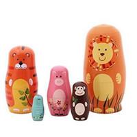 ahşap bebek dekorasyonu toptan satış-5 adet / takım El Yapımı Sevimli Ahşap Hayvan Boya Yerleştirme Bebekler Babushka Rus Doll Matruşka Hediye Zanaat Dekorasyon CCA8071 100 takım