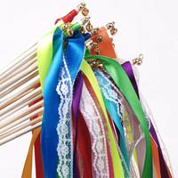 streamer haftet großhandel-Band-Fee-Sticks mit kleinen Glocken Angel Wands Multi Farben für Hochzeitsdekorationen Wirbelnde Ausläufer Neue Ankunft 1 67mk B