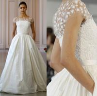 Wholesale Oscar Crystal Dresses - satin wedding dresses 2016 Oscar De La Renta ball gown bridal beteau neckline with appliques beaded wedding gowns