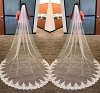 satılık fildişi katedral peçe toptan satış-Sıcak Satış Beyaz Fildişi 3 Metre Uzun Gelin Veils Tarak Ile Tül Aplike Tek Katman Katedrali Düğünler Uzun Gelin Veils Ucuz