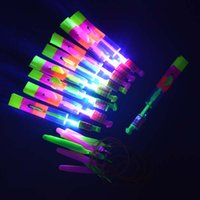 Atacado- LED Sling Shot Led Amazing Arrow Toy Helicóptero Copter Flying Light Up Festa de aniversário Halloween Halloween Christmas