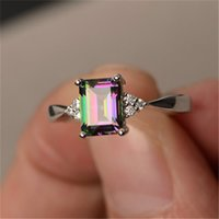 Exquisite Frauen 925 Sterling Silber Ring Prinzessin Cut Mystic Rainbow Topaz Engagement Diamant Schmuck Weihnachten Geburtstag Geschenk Ring