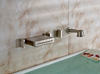 ingrosso spruzzatori a parete di docce-Spruzzatore della doccia a mano del rubinetto della cascata della vasca da bagno della cascata spazzolata del nichel del supporto della parete 3 maniglie