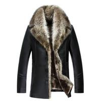 chaqueta de invierno de piel de oveja para hombre al por mayor-Para hombre de piel de oveja de las capas de cuero de invierno Chaquetas real del mapache cuello de piel abrigo de nieve gruesos calientes Outwear alta calidad de gran tamaño 4XL
