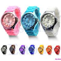 женские наручные часы силиконовой жены оптовых-Горячие Продажи Довольно Силиконовые Кварцевые Спортивные Часы Мужчины Женщины Женева Желе Наручные Часы Новая Бесплатная Доставка