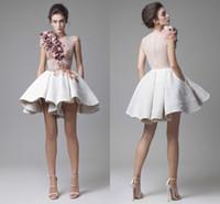 nuevos vestidos de noche elegantes al por mayor-Nuevos Krikor Jabotian vestidos de coctel cortos Striking Ruffles 3D hechos a mano apliques florales vestidos de fiesta noche modestia elegantes Vestidos