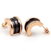mini boucles d'oreille achat en gros de-Goujons céramiques en acier titane pour femme Or rose 18 carats Demi-rondes Céramiques noires blanches Mini-boucles d'oreilles en forme de C