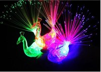 Großhandel Kreative Pfau LED Fingerring Lichter Party Nachtclub Farbe Glasfaser Lampe Kinder Kinder Halloween Party Supplies 3002055