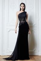 vestido zuhair murad negro flor al por mayor-Un hombro negro Zuhair Murad vestidos de noche Flor hecha a mano Recortable Apliques Una línea de tren de barrido Vestido de fiesta por la noche