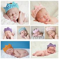 baby stricken krone großhandel-10 teile / los Neugeborene Säuglingsstirnband Crown Stricken Häkeln Kostüm Weiche Entzückende Kleidung Fotografie Requisiten Baby Foto Hut Kappe